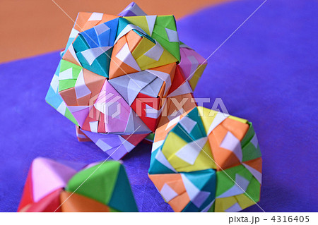 花 折り紙 折り紙 玉 : pixta.jp
