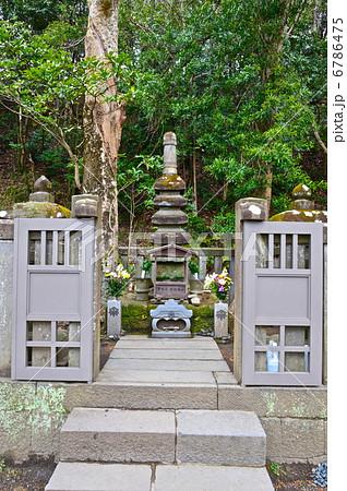 源頼朝の墓(白旗神社/神奈川県鎌倉市西御門)