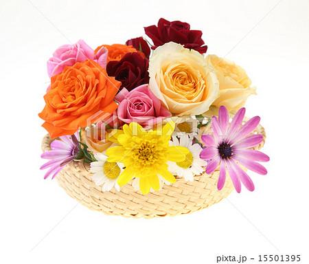 フラワーバスケット フラワーアレンジメント 花籠 バラの写真素材 Pixta