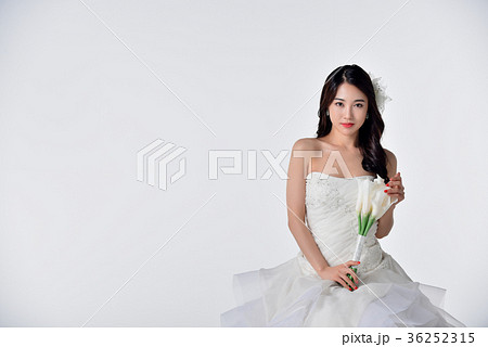 49975ef791eac 花嫁 ウェディングドレス ブーケ 韓国人の写真素材 - PIXTA
